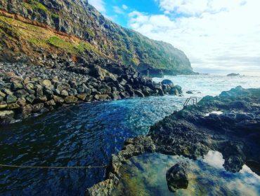 Tratamento de águas residuais com ozono e catalisadores presentes em rochas vulcânicas